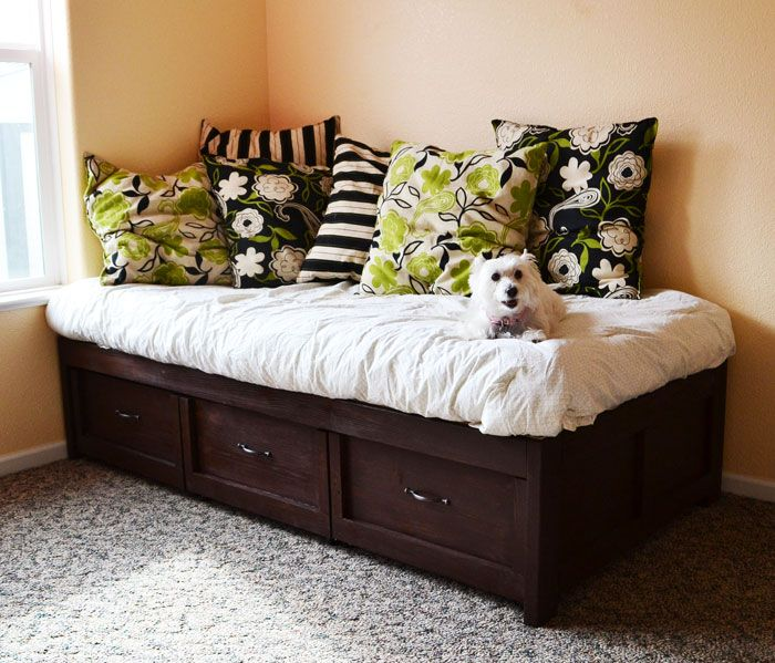 Free plans to build an easy DAYBED with STORAGE TRUNDLE DRAWERS- Gain tons of storage with this clever design!