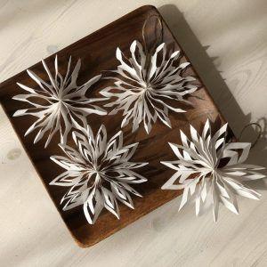 簡単!型紙プリント要らずの【立体的な雪の結晶の作り方】画用紙,折り紙,コピー用紙OKの手作りクリスマス飾り、オーナメント♪子供と100均クリスマス工作を楽しもう♪