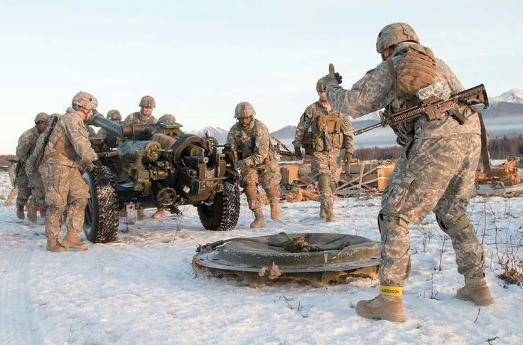 Soldiers from Battery A,2nd Battalion,377th Parachute Field Artillery Regiment,25th Infantry Division train at Joint Base Elmendorf-Richardson Alaska. Nov 2016(US Army photo)