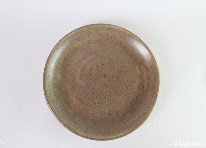 Pristine gray plate