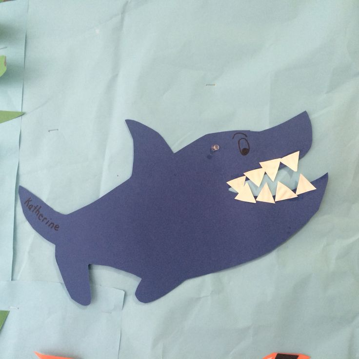 Glue shark teeth cut from paper plates! #nurseryschool #crafts #seaanimals