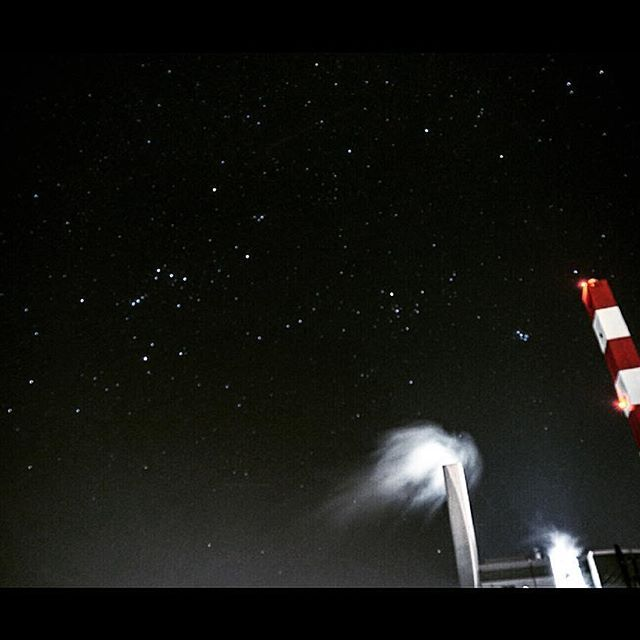 Instagram【keishi_fukushima】さんの写真をピンしています。 《帰り道、空が綺麗でした〜☆ #熊本 #星 #空 #星空 #工場 #夜景 #風景 #夜 #ミラーレス #一眼 #カメラ #写真》