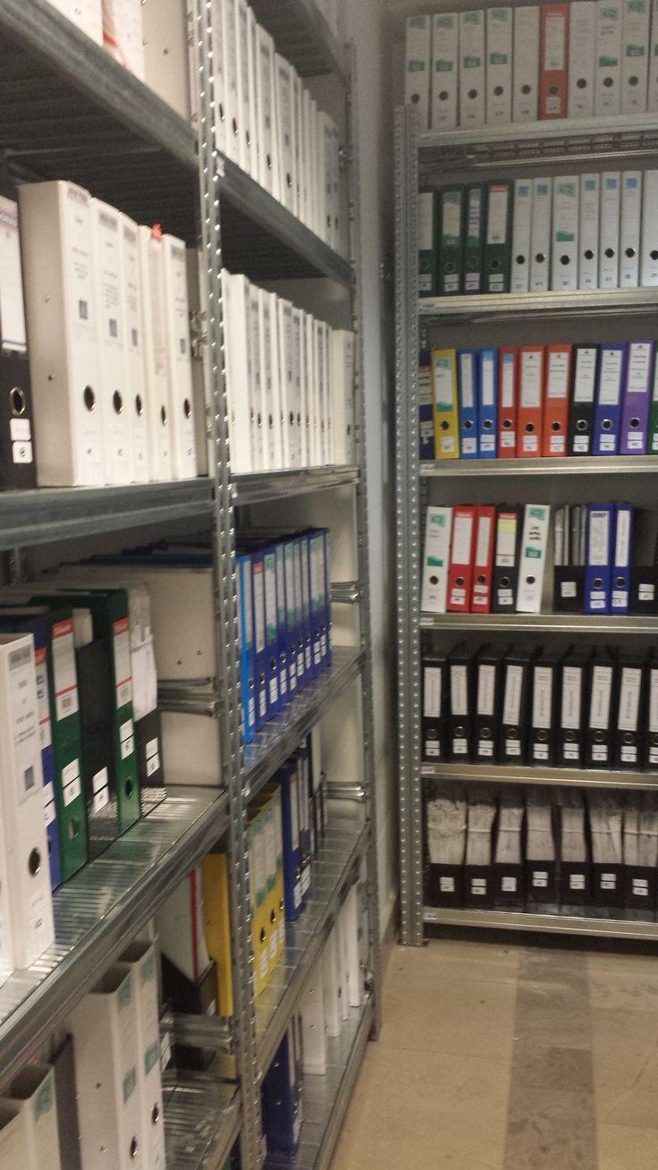 Iratok tárolása UGP polcokon
