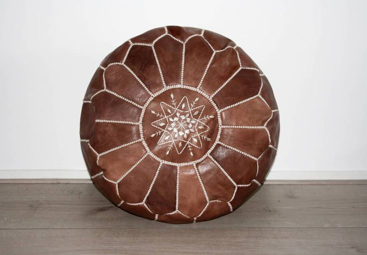 39 best images about Moroccan Poufs   www houseofkhmissa nl on Pinterest   Moroccan leather pouf