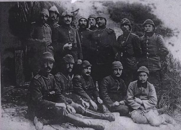 57. Alay 1. tabur komutanı Binbaşı Zeki Bey ve Kahraman Mehmetçikler  http://kpssdelisi.com/question/18-mart-canakkale-zaferi/