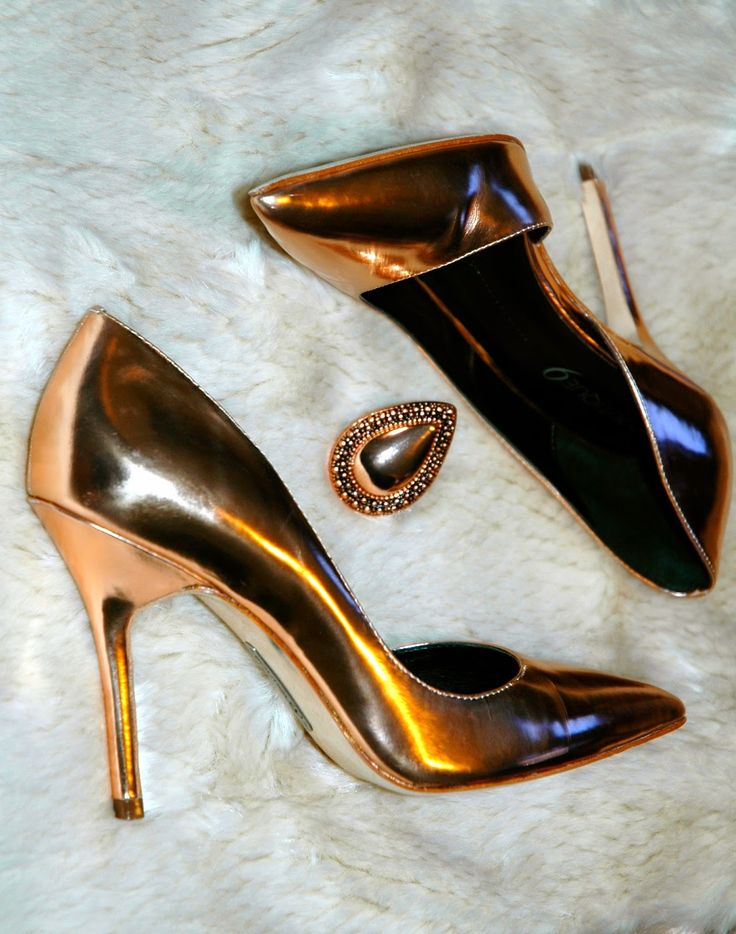 You can't go wrong with a splash of metallic #love #metallics #currenttrends #shoes #insidemyshoecloset