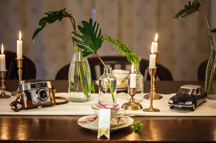Thementisch Safari #Porzellan #geschirr #verleih #mieten #leihen #Vintage #hochzeit #deko #tischdeko #dergedecktetisch #Foto #Fotokamera #Auto #vasen #glas #Sammeltasse #sammelgedeck #Oma #safari