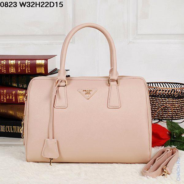 Бежевая сумка Prada бежевого цвета с внутренними кармашками, дизайн от известного итальянского бренда