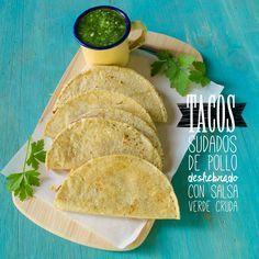 Tacos sudados de pollo deshebrado con salsa verde cruda