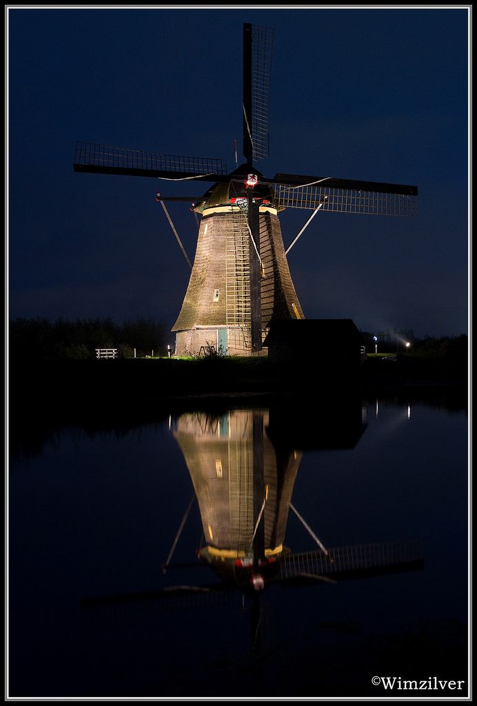 https://flic.kr/p/9di968 | Kinderdijk | Techniek (bewerking): canon 7D + tamron 28-70F2.8 3.2sec F6.2 iso320 statief  © 2010 Wimzilver Please do not use this image on websites, blogs or other media without my permission.  Please view LARGE!