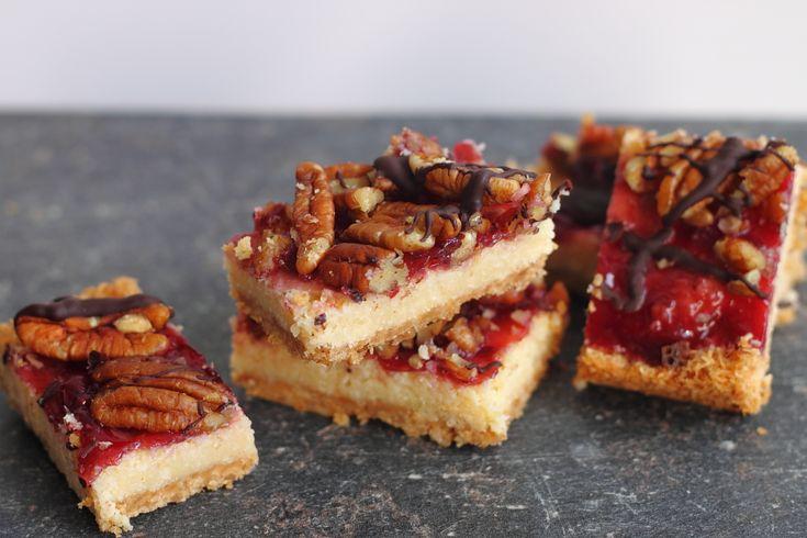 Recipe for Magic Bars with pecan and strawberry. Recept voor koekrepen met pecanonnoten