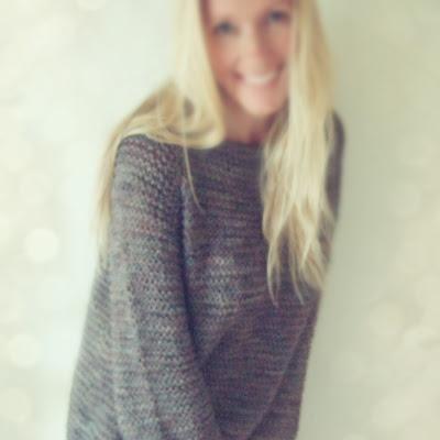 Hvor behagelig og fin sweater! Gratis opskrift (på norsk) - Vi på http://www.wadils.dk hjælper dig med Du Store Alpakka garn og de rigtige pinde!