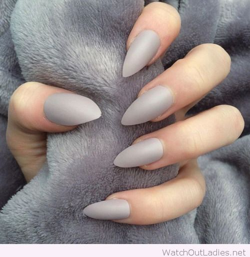 Light grey stiletto nails ♡