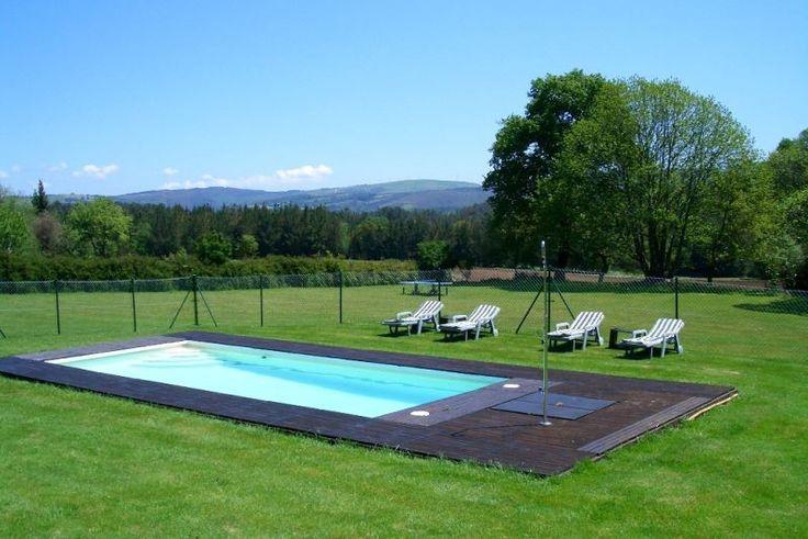 En medio de un gran prado dispon is de una piscina con - Casas con piscina ...