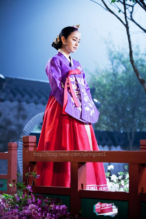 Jang Ok-jung, Living by Love = 희빈장씨 [Lady Jang Hui-bin] - 김태희(Kim Tae-hee) in concubine #hanbok, traditional korean but beautiful modern style jacket #kDrama