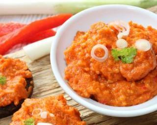 Mouhamara libanais, dip de poivrons aux noix : http://www.fourchette-et-bikini.fr/recettes/recettes-minceur/mouhamara-libanais-dip-de-poivrons-aux-noix.html