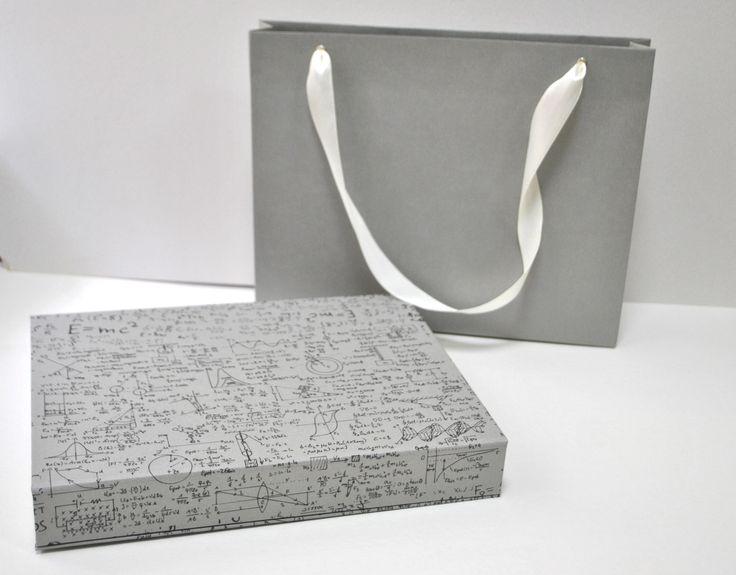 Если вы любители нестандартной упаковки или не можете подобрать правильный декор для вашего подарка, то вам точно к нам 😊 . Мы обязательно поможем. 👉Отправка в любой город РФ.  На фото коробка-футляр для памятного подарка.  👉т. 89064068901 и 89608920698 #атмосфера34 #сюрприз #подарочныйдекор #подарочнаяупаковка #подарки#праздник #счастье #любовь #шляпнаякоробка #коробкасердце#круглаякоробка #волгоград #радость #изготовлениекоробок #подарок#наклейка #упаковкаподарков #магазин #любовь…