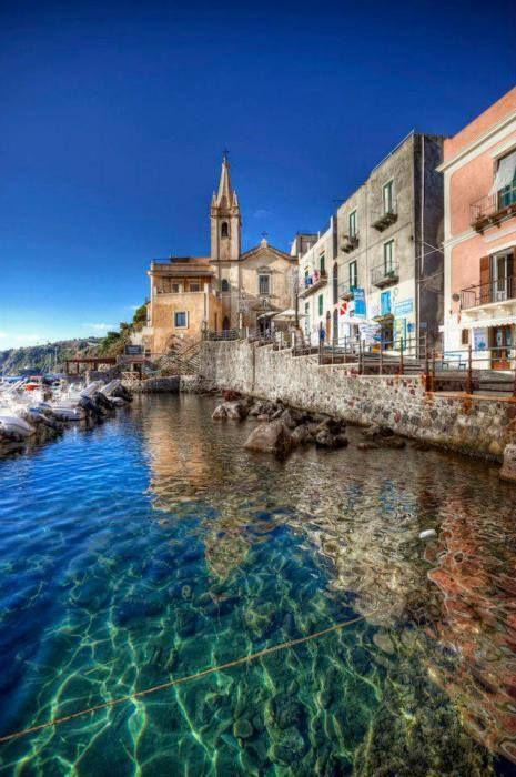 Lipari,la più grande delle Isole Eolie, nel Mar Tirreno a nord della costa della Sicilia