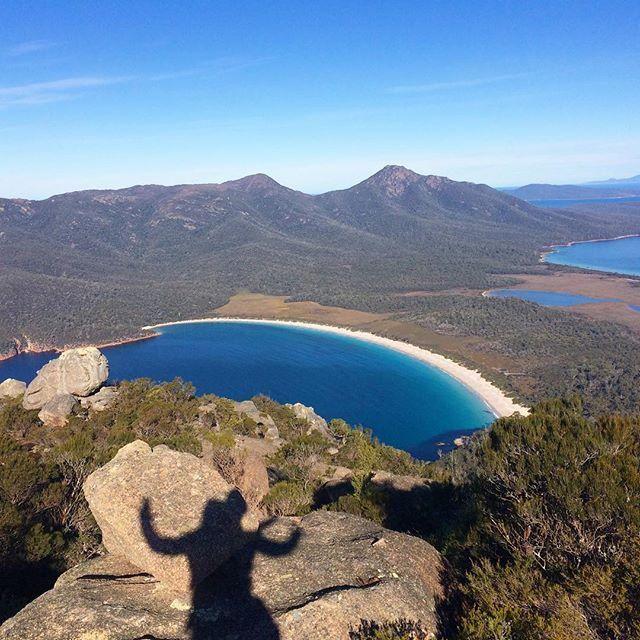 An adapted version of the selfie, taken overlooking the stunning Wineglass Bay in @tasmania (via IG/katecameback)