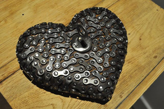 Heart/Srcco - object made of wood and bike elements