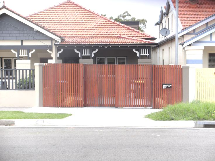 Automatic Telescopic security gate with wood slats