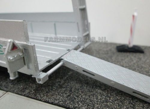 1-32-SCALE-TRAILER-RAMP-UNPAINTED-KIT-FOR-BRITAINS-SIKU-TRACTOR-FARM-26080