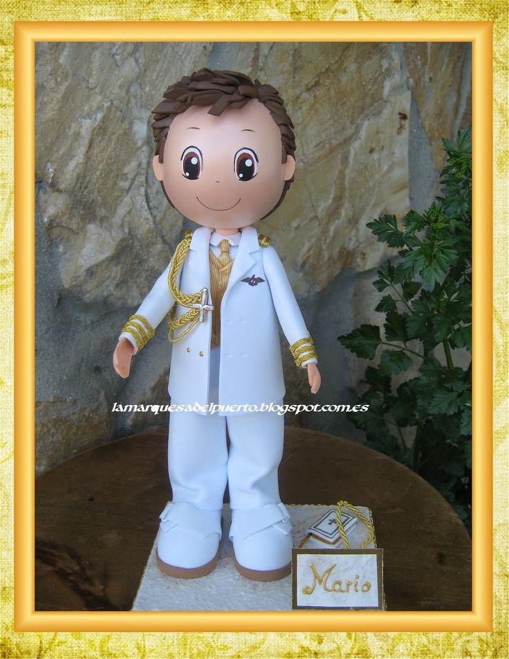 Fofucho niño personalizado con traje de comunión.                                                                                                                                                                                 Más