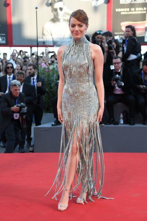 Emma Stone veste Atelier Versace, tapete vermelho