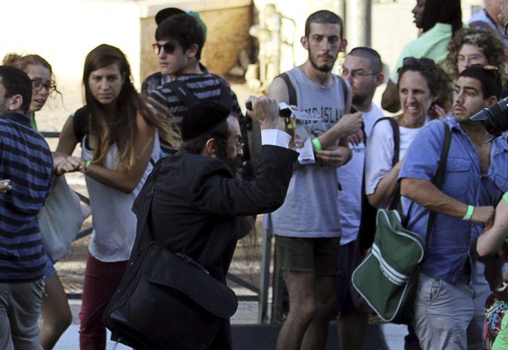 VIDEO Juif orthodoxe poignarde des gens pendant la Gay Pride