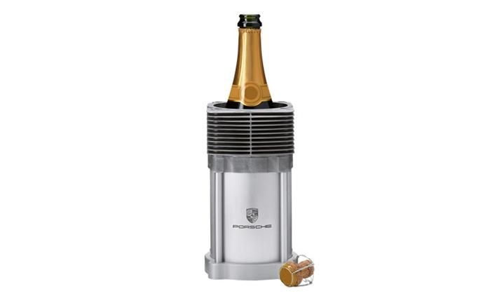 Exclusive bottle cooler with an original ribbed cylinder from the early air-cooled 911 models (G models). Anodised aluminium base with a lasered Porsche Crest. Designed with Porsche Engineering...