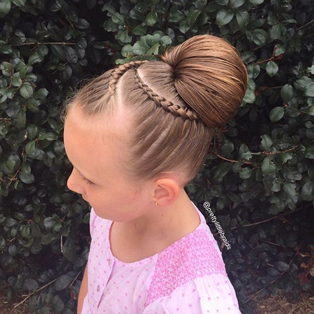 """""""I was so excited today to try a hair chignon from @sweethearts_hair_design  We…"""