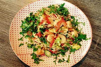 Makaron z krewetkami Pad Thai. Kuchnia azjatycka ma swoich zwolenników i przeciwników. Można ją jednak dostosować do swoich upodobań.