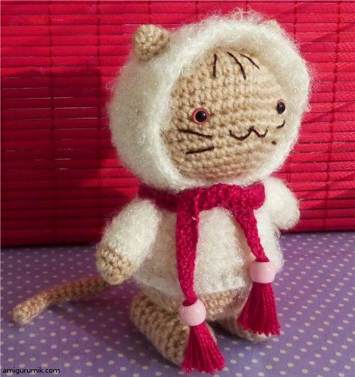 crochet toy / cat in a fur coat (+ free russian pattern)