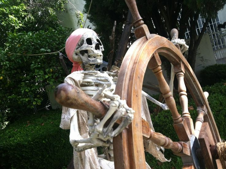 SKELETON YARD DISPLAYS | Halloween Yard Display with a Disney Influence