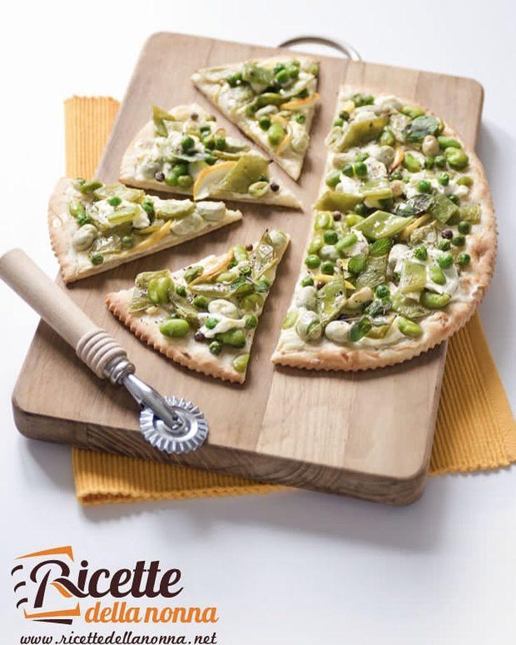Schiacciata integrale di primavera con piselli fave e piattoni http://ift.tt/22oAi7j #schiacciata #piselli #pizzarustica #piattone #pizza #vsco #foodstyle #food #cooking #foodstagram #follow #followme #instagood #instalike #instadaily #recipe #italianrecipe #italianfood #ricettedellanonna #love #happy #italy #passione #fotooftheday #foodblogger #chef #beautiful #foodgasm #foodporn #vscofood