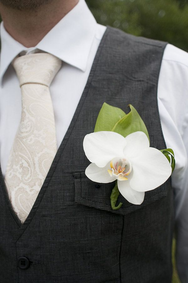 orchid instead of traditional rose or hankie. want the pink/purple orchid for these