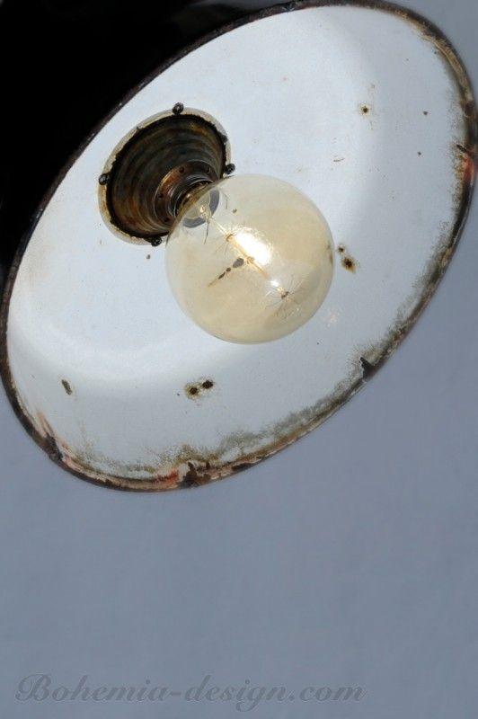 Tovární lampa