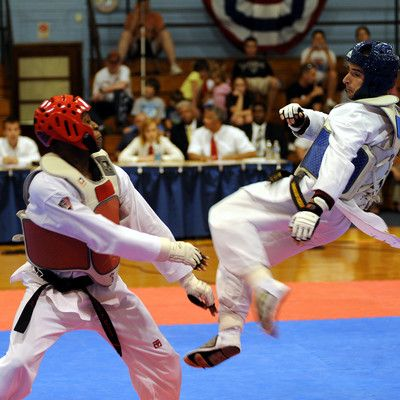 Яке бойове мистецтво є олімпійським видом спорту (крім дзюдо)? тхеквондо! Спаринг тхеквондо, є частиною олімпійської програми з 2000 року. Протягом багатьох років тривають переговори щодо впровадження карате в Олімпійський вид спорту.