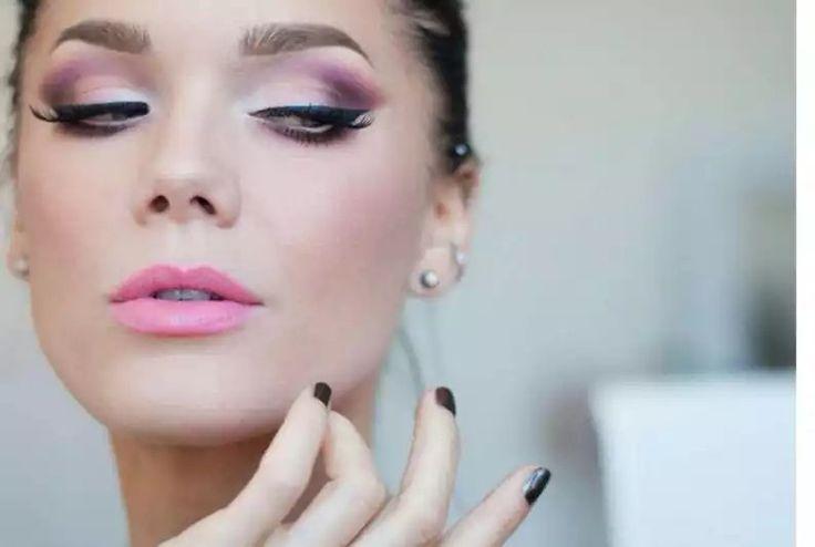 Labial rosa y sombra rosa brillante