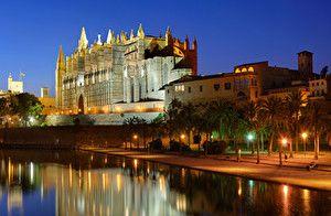 Обои Мальорка Майорка Испания Дома Дворец Ночь Пальмы Уличные фонари Водный канал Palma de Mallorca Города