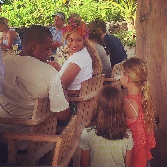 Beyonce & Jay Z Chat With 2 Young Girls