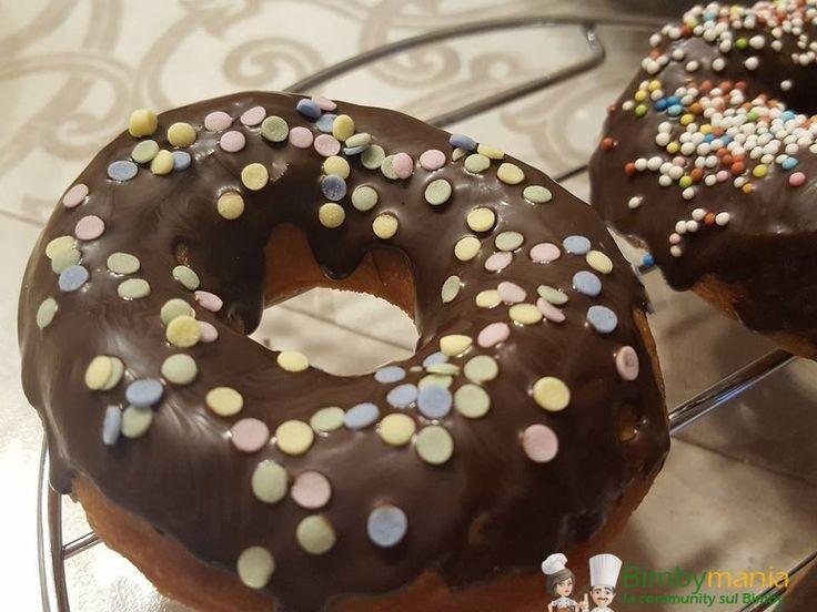 Valuta questa ricetta Donuts Bimby, le famose ciambelle di Homer Simpson si preparano in casa con la ricetta di Mariella S. Stampa Donuts Bimby ciambelle americane fatte in casa La glassa l'ho comprata, va messa dopo insieme alle decorazioni Ingredienti 225g farina manitoba 1 cucchiaino e mezzo di lievito di birra disidratato 1 cucchiaio di …