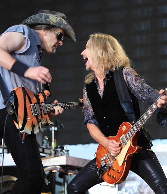 "STYX Joined Onstage By Ted Nugent For Grand Finale Of ""The Midwest Rock 'N Roll Express"" Tour, Performing Damn Yankees' Classic, ""Coming Of Age"""