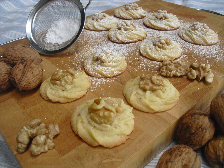 Walnuss - Plätzchen, ein sehr schönes Rezept aus der Kategorie Kekse & Plätzchen. Bewertungen: 39. Durchschnitt: Ø 4,3.