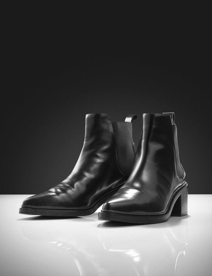 Millieur boots-Women's pointy Chelsea boot in polido (shiny) leather with calf lining. Features classic Chelsea boot style with elastic inserts at sides and leather puller tab at heel. Full leather interior. Full leather outsole with half rubber outsole on top. Heel: 5.5 cm.
