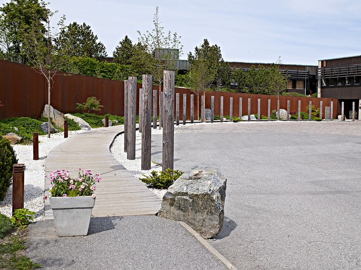 YASURAGI HASSELUDDEN - ombyggnad av entrégård med trädgårdsanläggning/ japanese style garden
