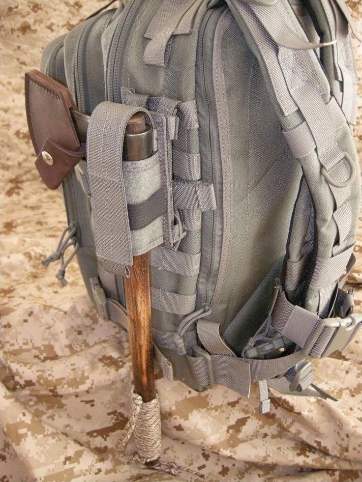 Maxpedition universal flashlight/ baton sheath