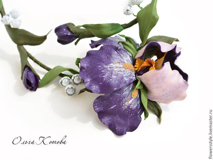 Купить Комплект украшений из кожи Фиолетовые ирисы колье и серьги цветы - фиолетовый, фиолетовый цветок