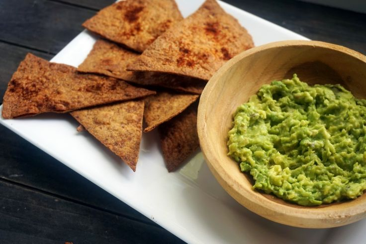 Tortilla chips van wraps met homemade guacamole :http://lifestyledishbymaris.nl/tortilla-chips-van-wraps-met-homemade-guacamole/