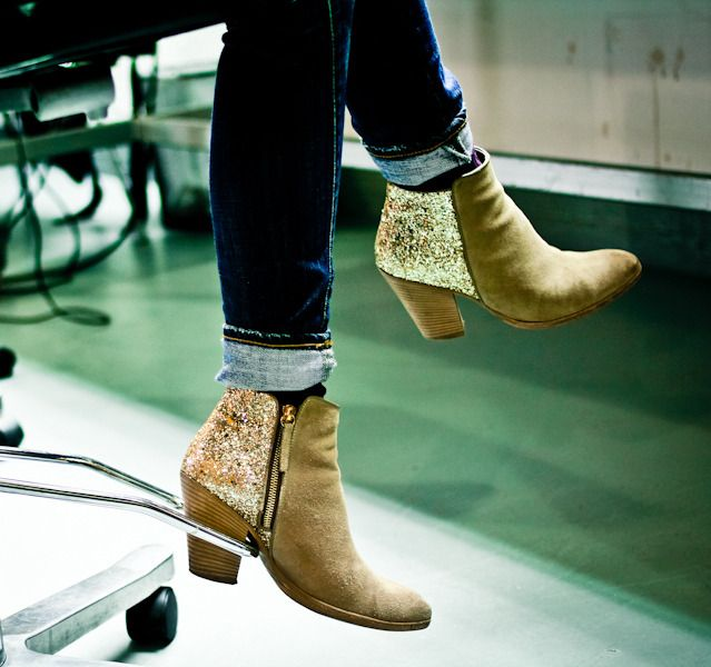 fashion DIY: GLITTER BOOTS http://bellamumma.com/2016/06/fashion-diy-glitter-boots.html?utm_campaign=coschedule&utm_source=pinterest&utm_medium=nikki%20yazxhi%20%40bellamumma&utm_content=fashion%20DIY%3A%20GLITTER%20BOOTS